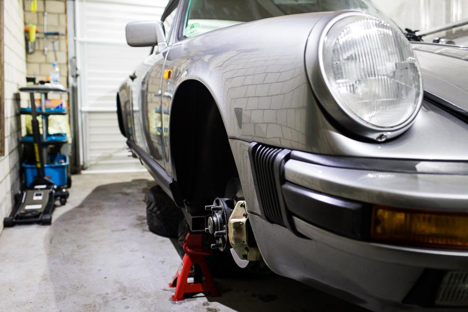 porsche-911-augebockt