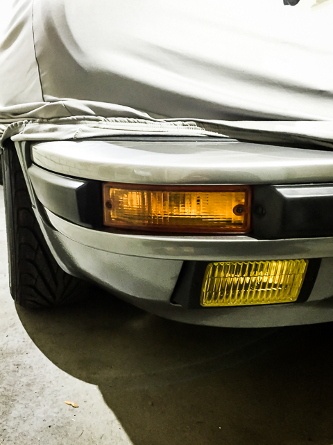 porsche-911-fog-lights-yellow