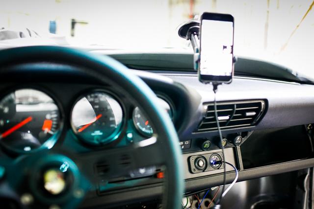 porsche-911-usb-iphone